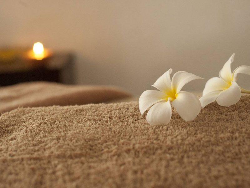 Masaż erotyczny – skuteczny sposób na relaks i podgrzanie atmosfery w sypialni
